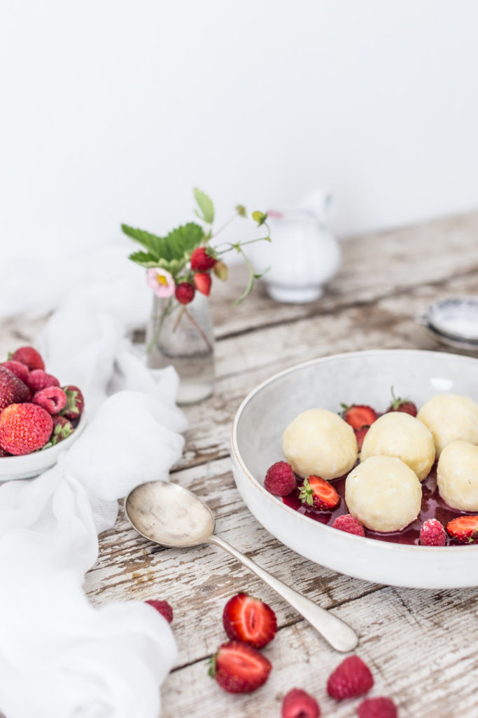 ricotta dumplings with raspberry sauce