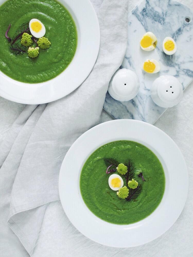 Polievka z brokoliec a romanesca