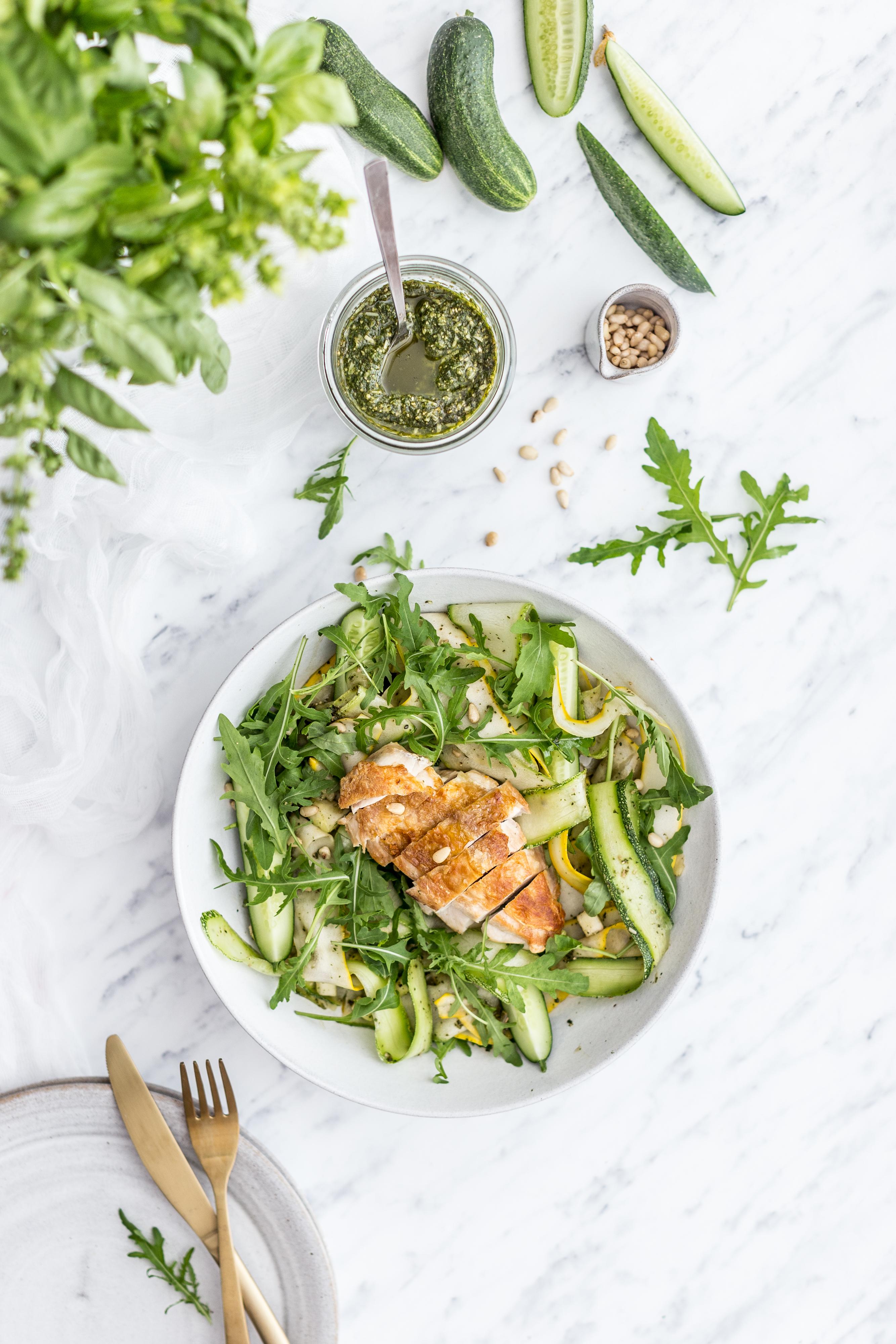 Cuketovo - uhorkový šalát s pestom a kuracím mäsom