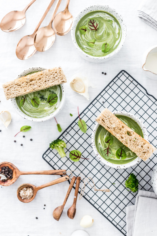 Brokolicová polievka s cesnakom