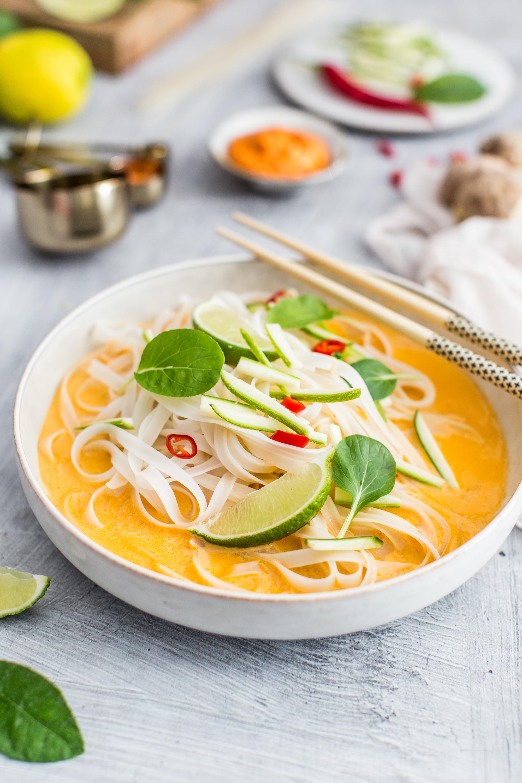 Pikantná ázijská polievka s ryžovými rezancami